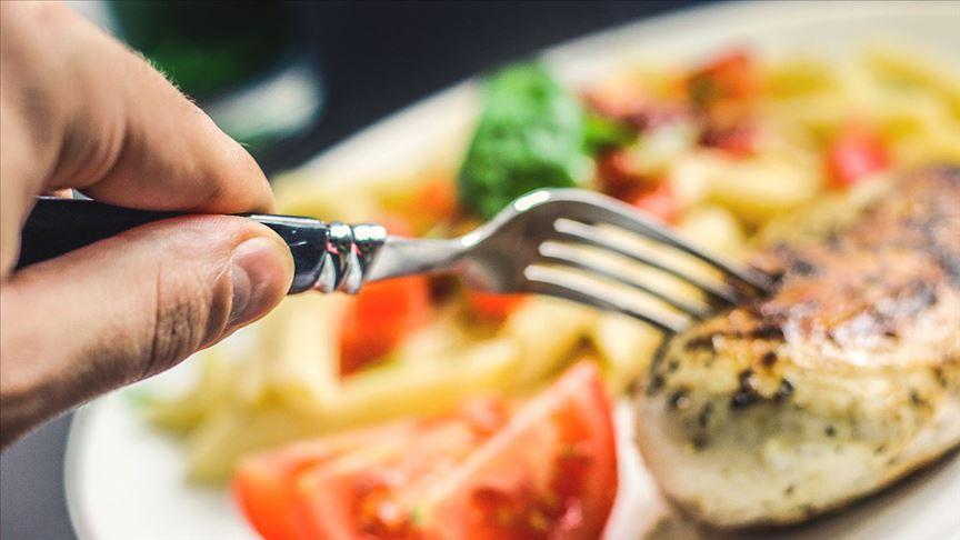 Dışarıda yemek yiyenler daha fazla kimyasala maruz kalıyor