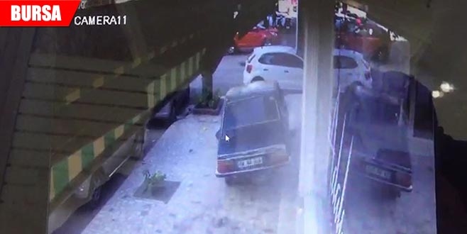 Minibüse arkadan çarptı, kaldırımda metrelerce gitti