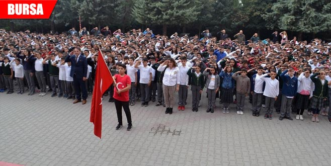 Bin 380 öğrenciden 'asker selamı'
