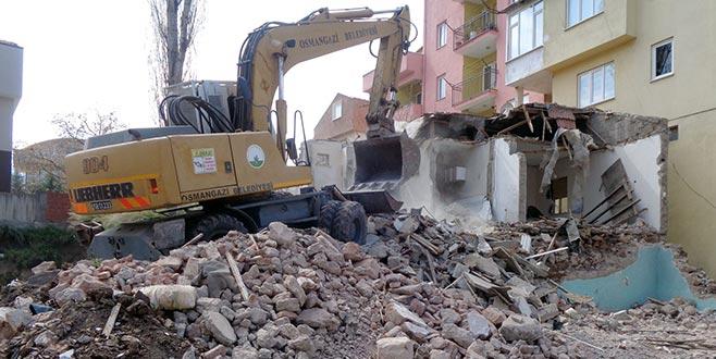 85 metruk bina yıkıldı