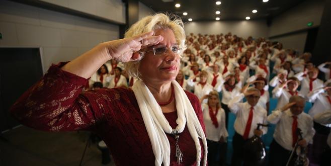 Nilüferli kadınlardan askere marşlı selam