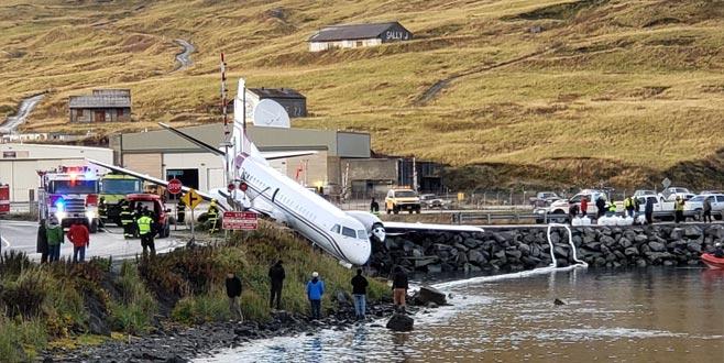 Uçak pistten çıktı: 1 ölü