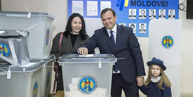 Moldova'da halk sandık başında