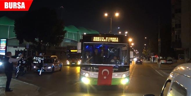 Barış Pınarı'na destek konvoyu! Bayrak asıp kornaya bastılar...
