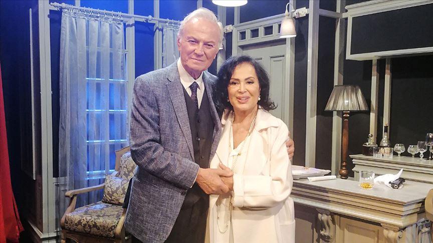 Türkan Şoray Ediz Hun'u sahnede yalnız bırakmadı