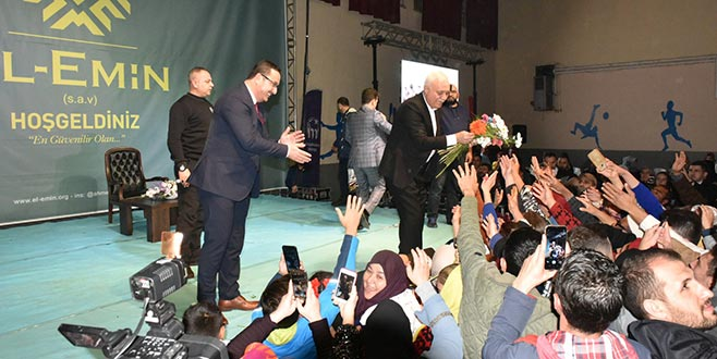 Nihat Hatipoğlu konferansına yoğun ilgi