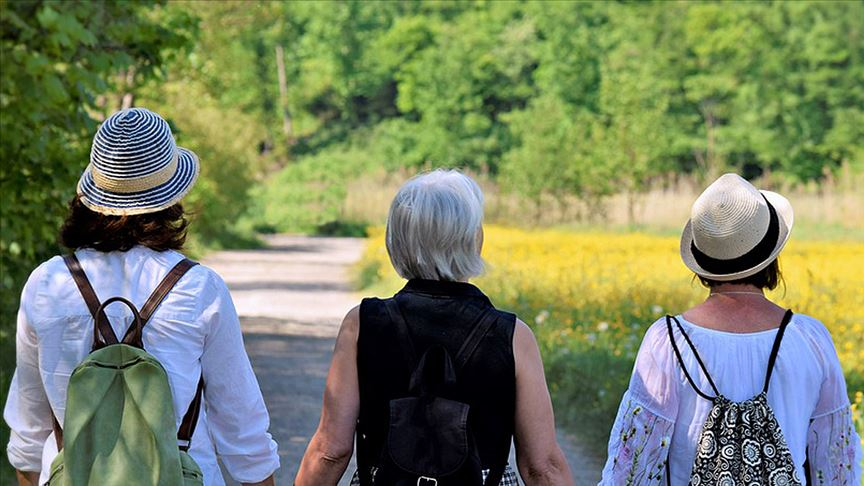 Menopoz sonrası hafif egzersiz kemik kırılması riskini azaltıyor