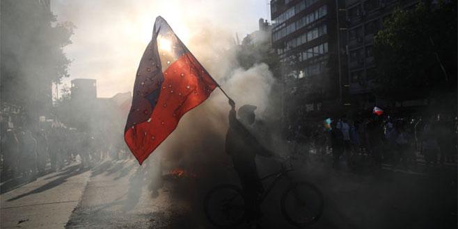 Şili'de eylemciye maske yasağı
