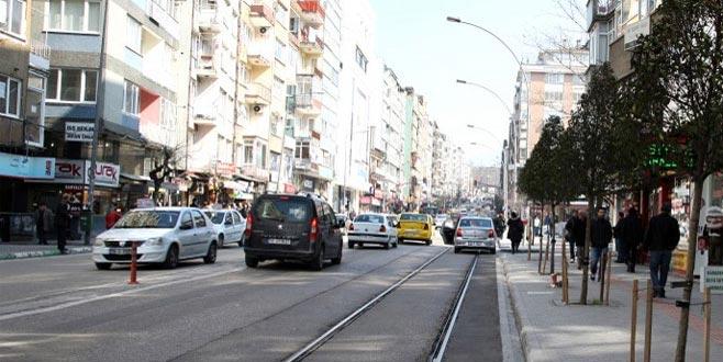 Bursa'nın meşhur caddesinde gelinlikçi furyası