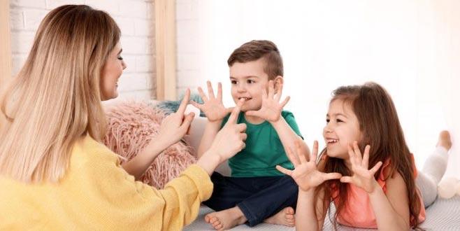 Çalışan anneyebelgeli bakıcı desteği