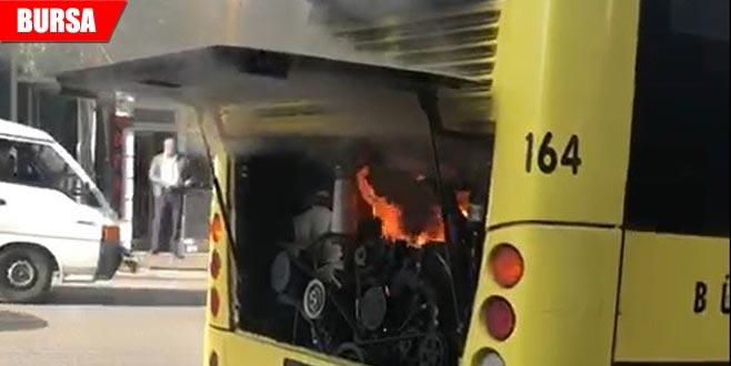 Bursa'da korku dolu anlar! Yolcularla birlikte yanan otobüsü böyle söndürdü