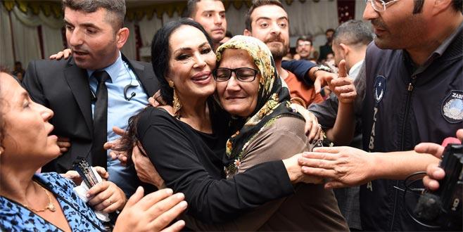 Türkan Şoray izdihamı