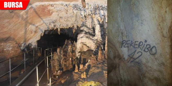 3 bin yıllık mağaraya sprey boyalı saldırı
