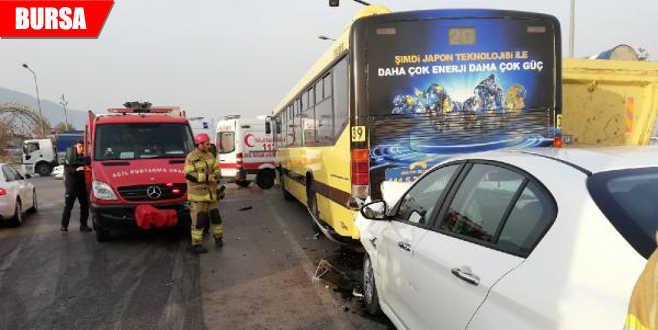 Otobüse arkadan çarptı: Yaralılar var