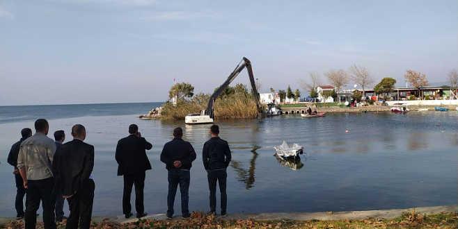 İznik Gölü'nde hareketli dakikalar! Bir anda suya gömüldü