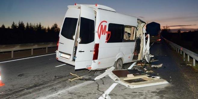 Bursaspor taraftarlarını taşıyan minibüs kaza yaptı: 17 yaralı