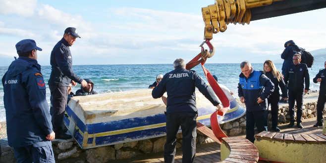 Sahillerdeki kaçak tekneler toplandı