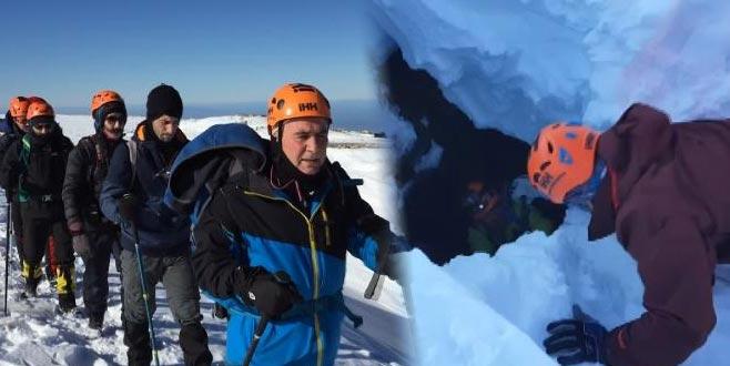 Uludağ'da kaybolan 2 dağcı için mağara ve kuyular aranıyor