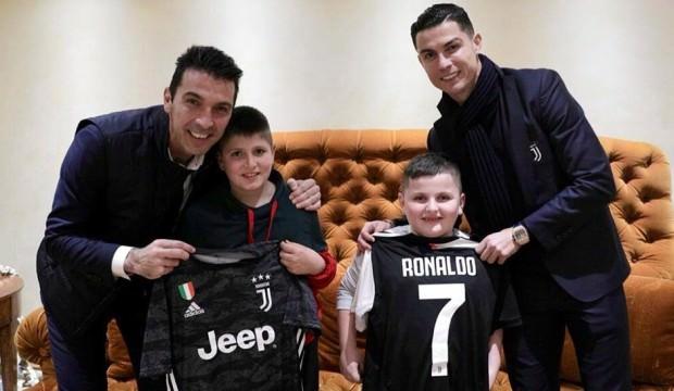 Ronaldo ve Buffon çocukları mutlu etti