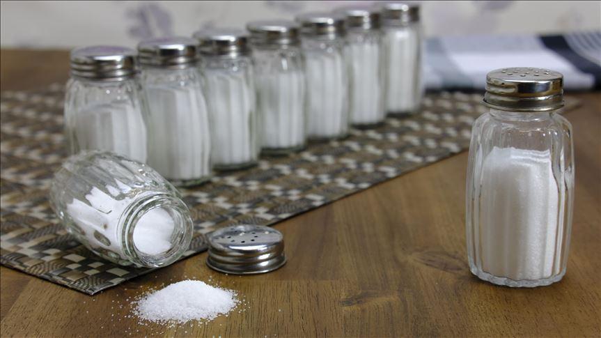 Yemeklerden azaltılan tuz, hipertansiyon oranını da düşürdü