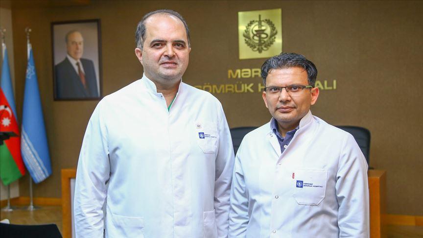Azerbaycanlı iki cerrah aynı seansta iki operasyonla ilke imza attı