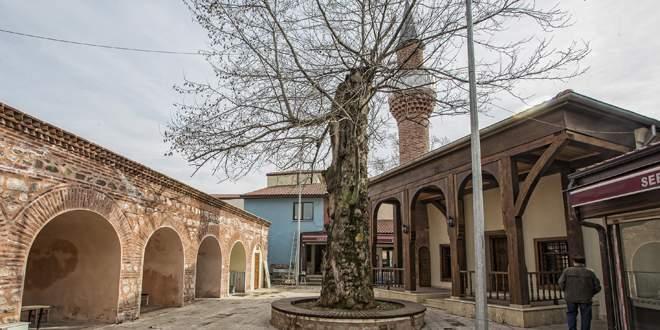 5 asırlık cami yeni yüzüyle Bursalıların hizmetinde