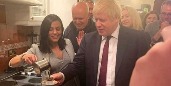 Boris Johnson'ın Türk kahvesi keyfi