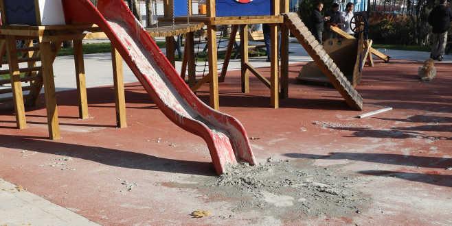 Çocuk parkına saldırı