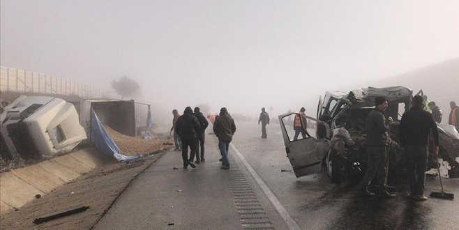 TIR ile panelvan çarpıştı: 3 ölü, 2 yaralı