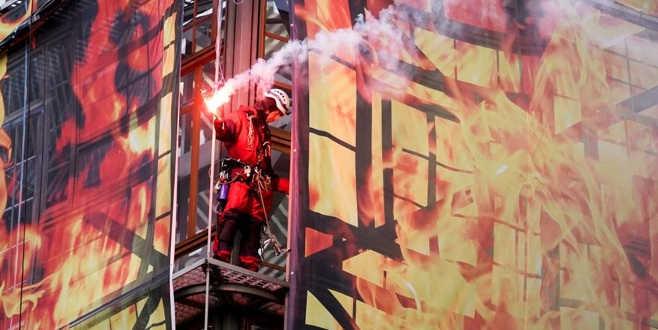 AB binasında'yangınlı'protesto