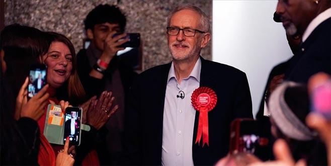 İngiltere'de İşçi Partisi lideri görevini bırakıyor