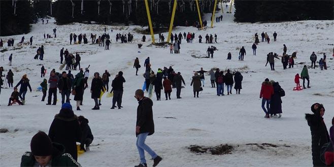 Uludağ'da hafta sonu adım atacak yer kalmadı