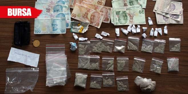 Uyuşturucu satıcılarına polisten suçüstü!