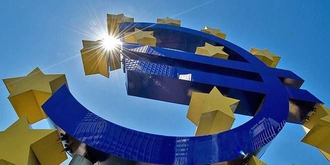 Euro Bölgesi'nde deflasyon tehdidi azalıyor