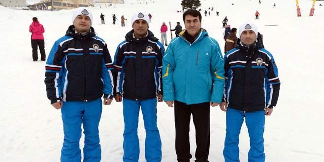 Başkan Dündar Uludağ zabıta ekibini ziyaret etti