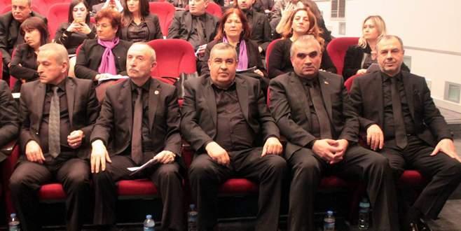 Meclis üyeleri kadınlar için siyah giyindi