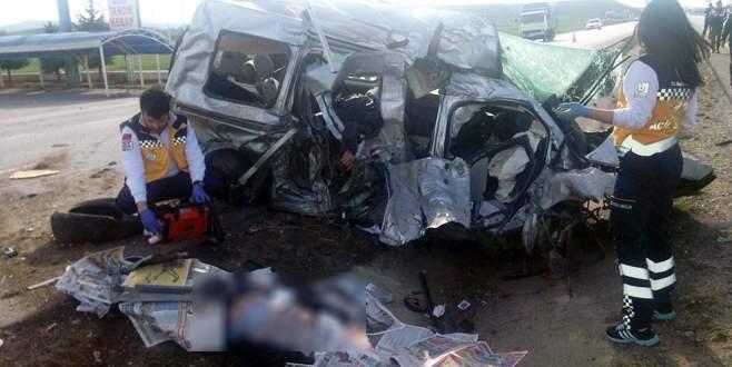 Patlayan lastik faciaya neden oldu: 5 ölü