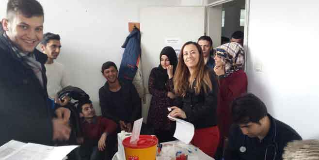 Öğrencilerden kan bağışı