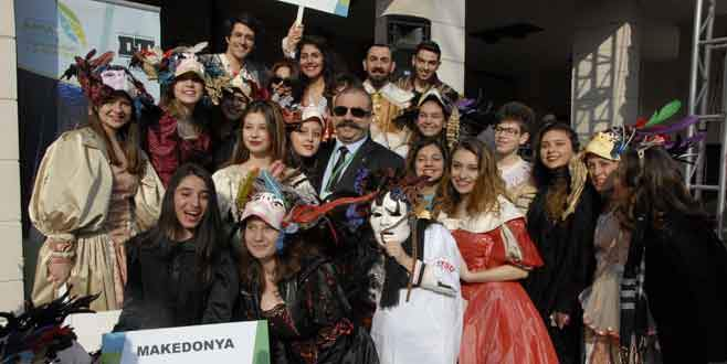 Tiyatro festivali renkli başladı
