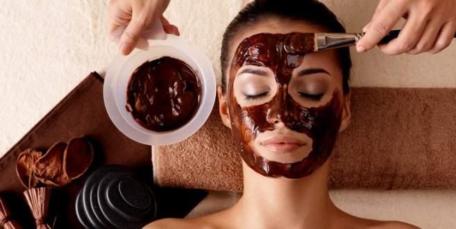 Kahveyi yoğurtla karıştırıp yüzünüze sürerseniz...