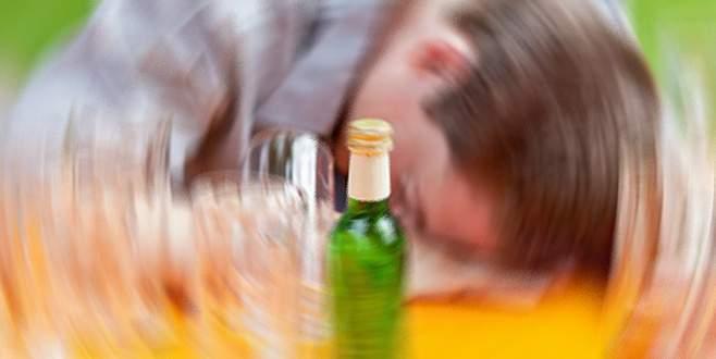 Alkolden zehirlenen hastayı birayla kurtardılar