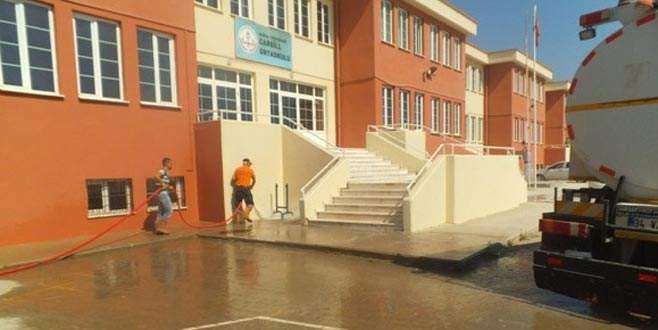Cami ve okullar temizleniyor