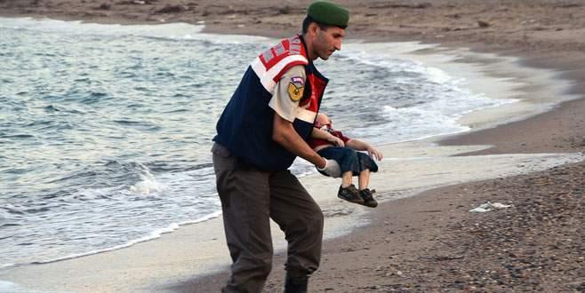 Aylan bebeği kucağında taşıyan asker o anı anlattı