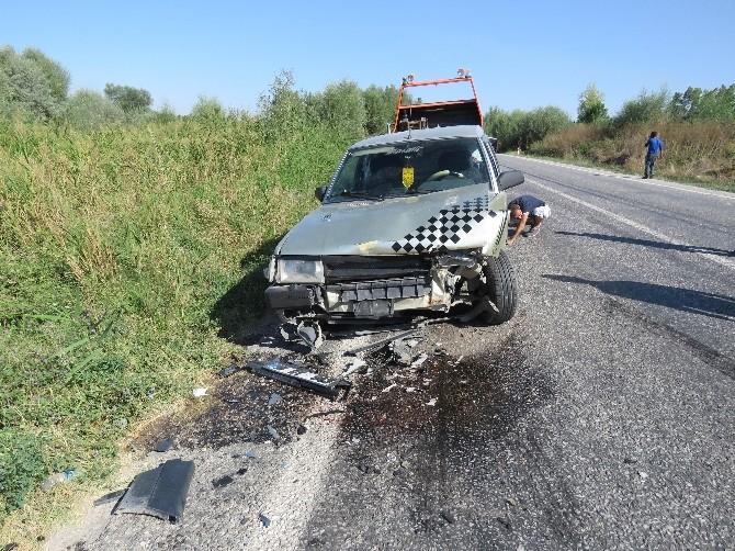 Beyşehir'de İki Otomobil Çarpıştı: İki Yaralı
