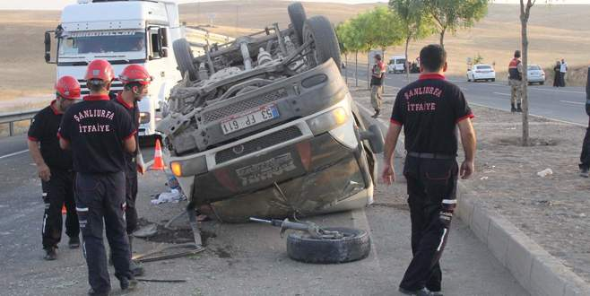 Tarım işçilerini taşıyan minibüs devrildi: 14 yaralı