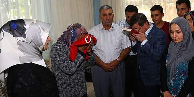 Başbakan Davutoğlu şehit ailelerini ziyaret etti