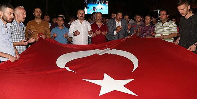 Türkiye 'teröre tepki' için sokaklara döküldü