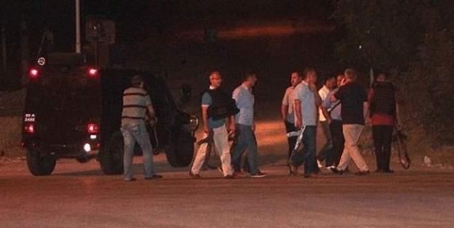 Teröristler kaymakamlık binasına el bombası attılar