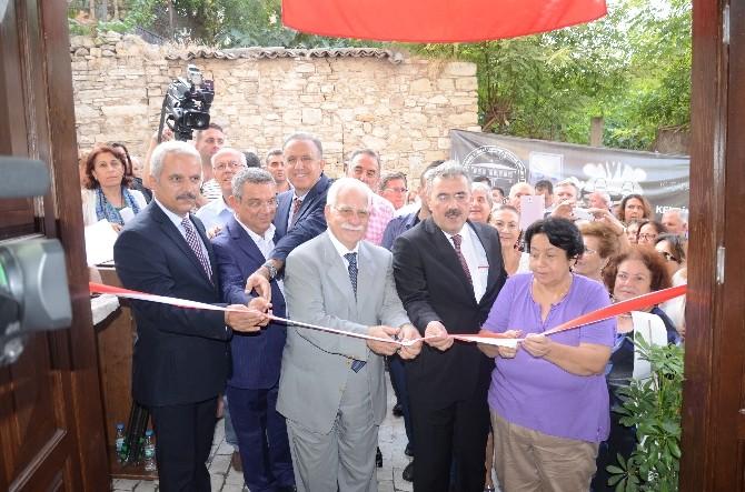 Kuşadası Kültür Merkezi Hizmete Girdi