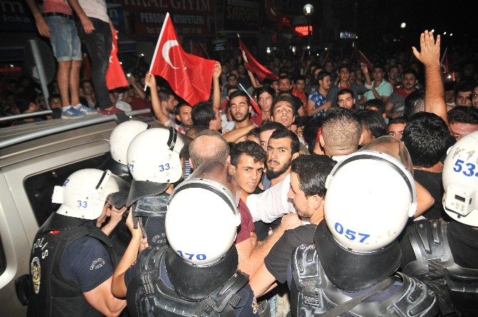 Mersin'de HDP Binalarına Saldırı